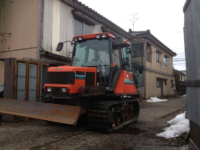 新潟県内のお客様からクボタのキャビン付きトラクターKM100Dを買取させて頂きましたの写真