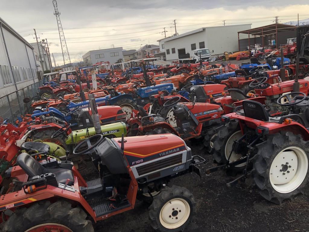 一般の方、農機具屋さん、農機具買取屋さんからの支えがあってのこれだけの在庫です。今後ともよろしくお願いします。の写真