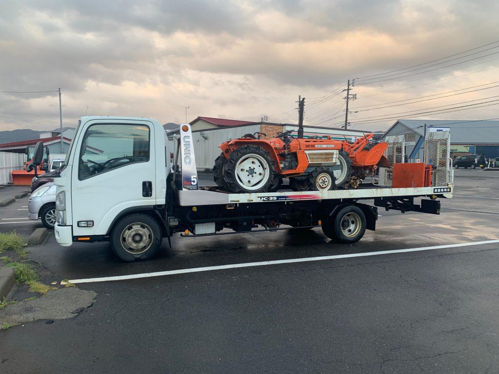 南魚沼市の農機具屋さんより、古いクボタトラクターを2台買取させて頂きました。海外ではまだまだ力を発揮してくれます。ありがとうございました。